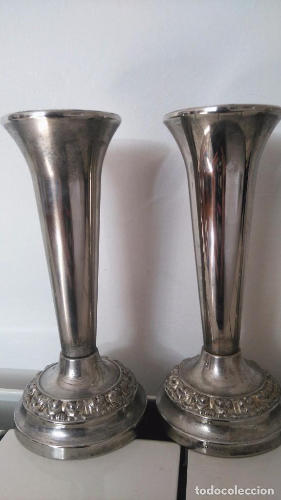 CANDELABROS INGLESES CON BAÑO DE PLATA SILVER PLATED (Antigüedades - Iluminación - Candelabros Antiguos)