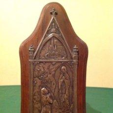 Antigüedades: ANTIGUO MARCO MADERA Y PLATA / CAJA MÚSICA RELIGIOSO CAPILLA VIRGEN DE LOURDES / CON MÚSICA AÑO 1890. Lote 105208099