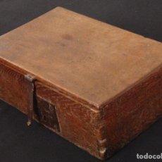 Arqueta de madera de roble con herrajes origina comprar muebles auxiliares antiguos en - Herrajes muebles antiguos ...
