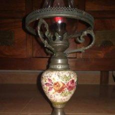 Antigüedades: LAMPARA QUINQUE ANTIGUA, CERÁMICA LIMOGE, TULIPA CRISTAL DE ROCHE. Lote 105218827