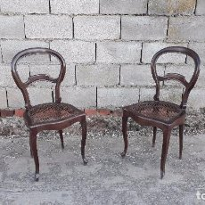 Antigüedades: PAREJA DE SILLAS ANTIGUAS DE REJILLA ISABELINAS, DOS SILLA ANTIGUA ESTILO ISABELINO RETRO VINTAGE. Lote 105223891
