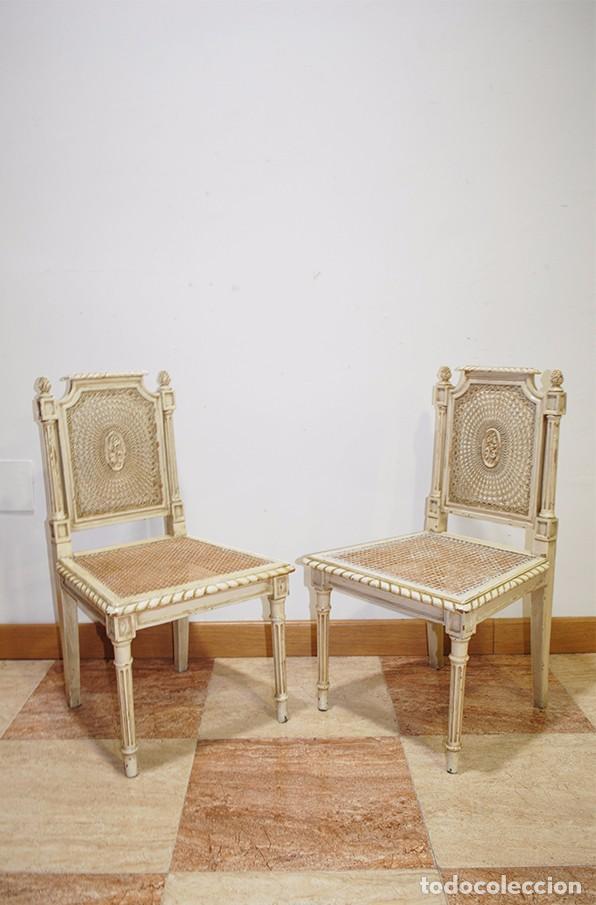 ANTIGUA PAREJA DE SILLAS DE REJILLA Y MADERA LACADA (Antigüedades - Muebles Antiguos - Sillas Antiguas)