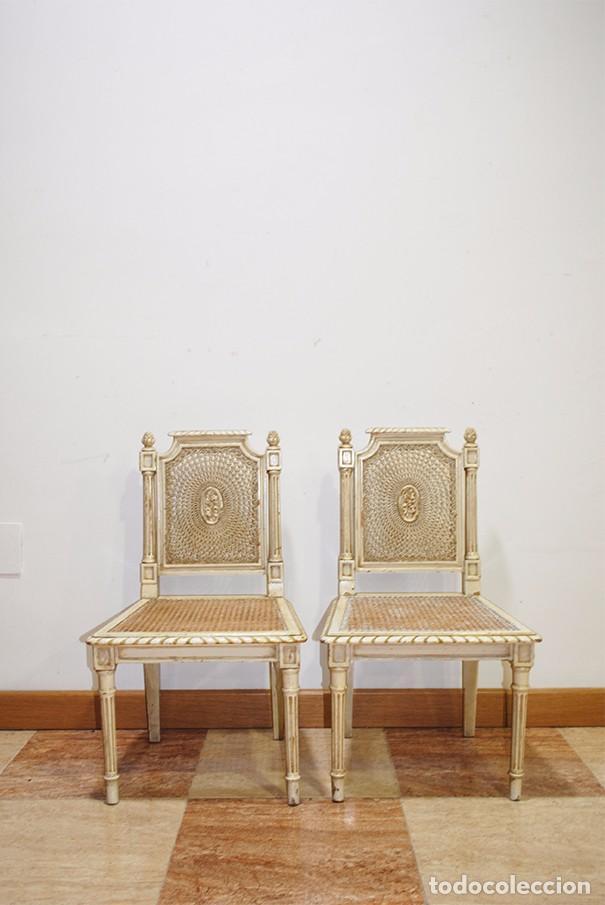 Antigüedades: ANTIGUA PAREJA DE SILLAS DE REJILLA Y MADERA LACADA - Foto 2 - 105238655