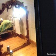 Antigüedades: PRECIOSO ESPEJO LUIS XV CON MARCO DE NOGAL MACIZO TALLADO MANUAL XIX. Lote 105246495