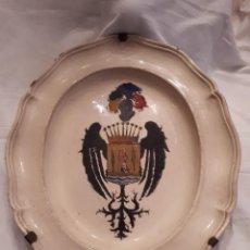 Antigüedades: GRAN FUENTE ANTIGUA BLASONADA. Lote 105330959