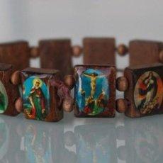 Antigüedades: PULSERA ESCAPULARIO CON ICONOS RELIGIOSOS SOBRE MADERA DOCE PIEZAS – EXTENSIBLE ADAPTABLE . Lote 105335315