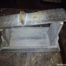 Antigüedades: MUY ANTIGUO ZAPATERO. Lote 105354304