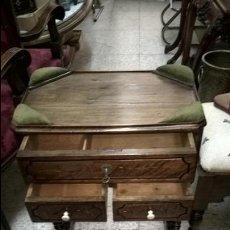 Antigüedades: COSTURERO ANTIGUO MADERA DE NOGAL. Lote 105361163