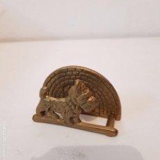 Antigüedades: SEVILLETERO BRONCE CON FIGURA PERRO WEST HIGHLAND WHITE TERRIER. Lote 105367375