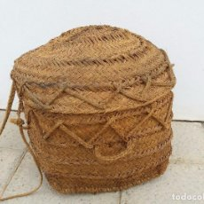 Antigüedades: ANTIGUO CAPACHO CESTO GIGANTE DE ESPARTO UTILIZADO PARA GUARDAR ROPA CAMPO CESTA SERON CAPAZO. Lote 105390907