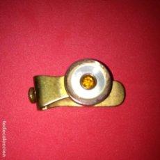 Antigüedades: ANTIGUO PISACORBATAS - MARCA THE WEDGE - PAT. E. 14778 AÑO 1909 - NACAR, PIEDRA BRILLANTE. Lote 105416683