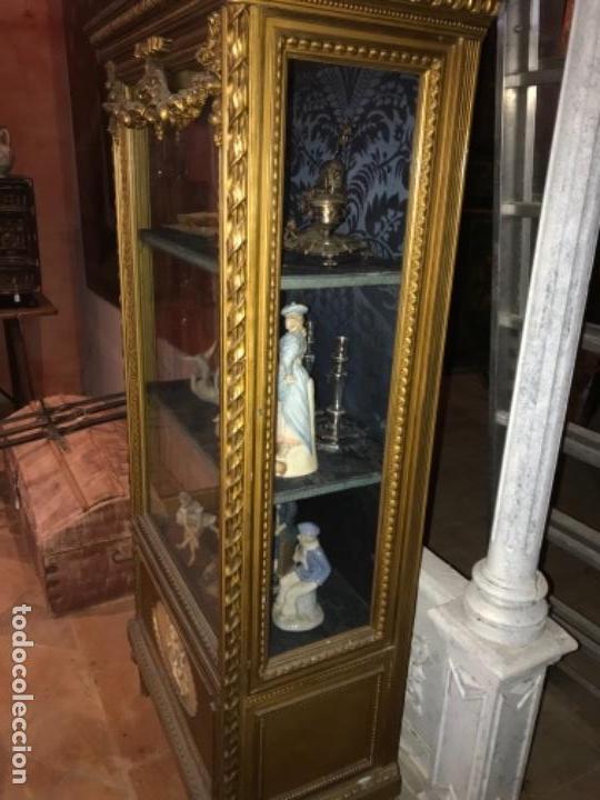 Antigüedades: Vitrina dorada cerca de 1900 - Foto 2 - 105436191