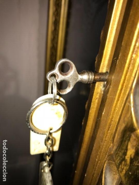 Antigüedades: Vitrina dorada cerca de 1900 - Foto 7 - 105436191