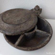 Antigüedades: ANTIGUO SALERO O ESPECIERO. ARTE PASTORIL. MADERA TALLADA. Lote 134330970