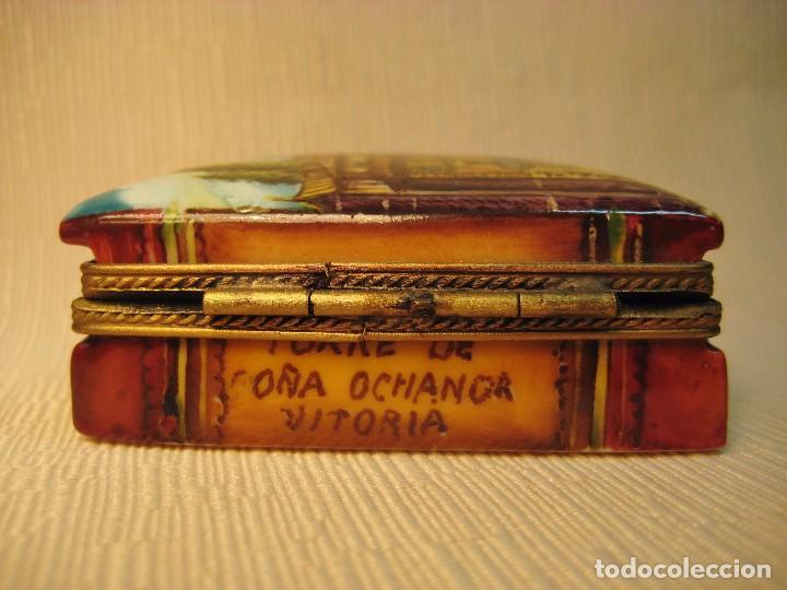 Antigüedades: CAJA DE PORCELANA DE LIMOGES PINTADA A MANO. LIBRO PEQUEÑO. APUNTES DE VITORIA - Foto 6 - 105587007