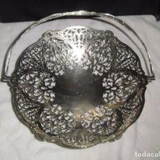 Antigüedades: BONITA BANDEJA CALADA DE METAL PLATEADO CON ASA MARCADA EPNS PLATE MADE IN ENGLAD. Lote 105603799