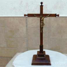 Antigüedades: CRUCIFIJO DE ALTAR SIGLO XIX. Lote 105619475