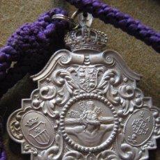 Antigüedades: SEMANA SANTA SEVILLA - MEDALLA CON CORDON HERMANDAD DEL MUSEO - REALIZADA EN ALUMINIO. Lote 105647163