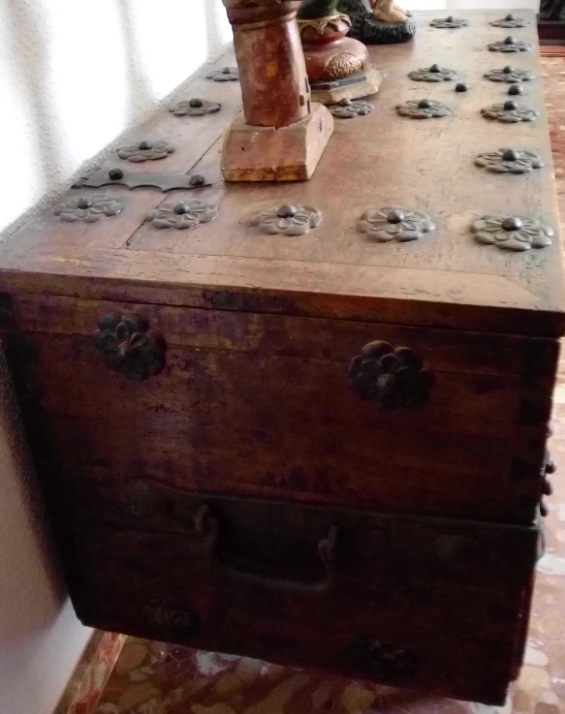 Antigüedades: BAÚL O ARCA S. XVII, EN MADERA DE NOGAL Y FORJA. DIM.- 112X51CMS Y 67 CMS ALTO - Foto 7 - 56540091