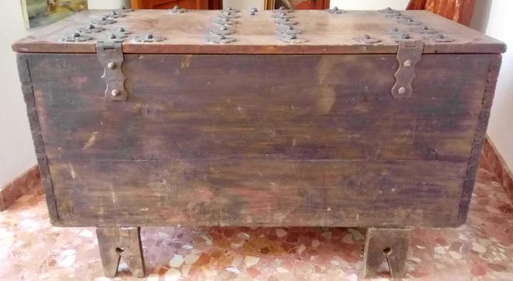 Antigüedades: BAÚL O ARCA S. XVII, EN MADERA DE NOGAL Y FORJA. DIM.- 112X51CMS Y 67 CMS ALTO - Foto 9 - 56540091