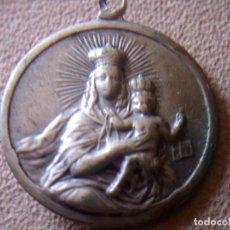 Antigüedades: ANTIGUA MEDALLA DE PLATA PUNZONADA, VIRGEN DEL CARMEN Y EN EL REVERSO SAGRADO CORAZON, 2CM. DIAMETRO. Lote 105689371