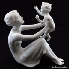 Oggetti Antichi: FIGURA MADRE E HIJO EN BRAZOS EN PORCELANA BISCUIT. CERÁMICA KAISER. MADE IN GERMANY. CCAVENDE.. Lote 105689539