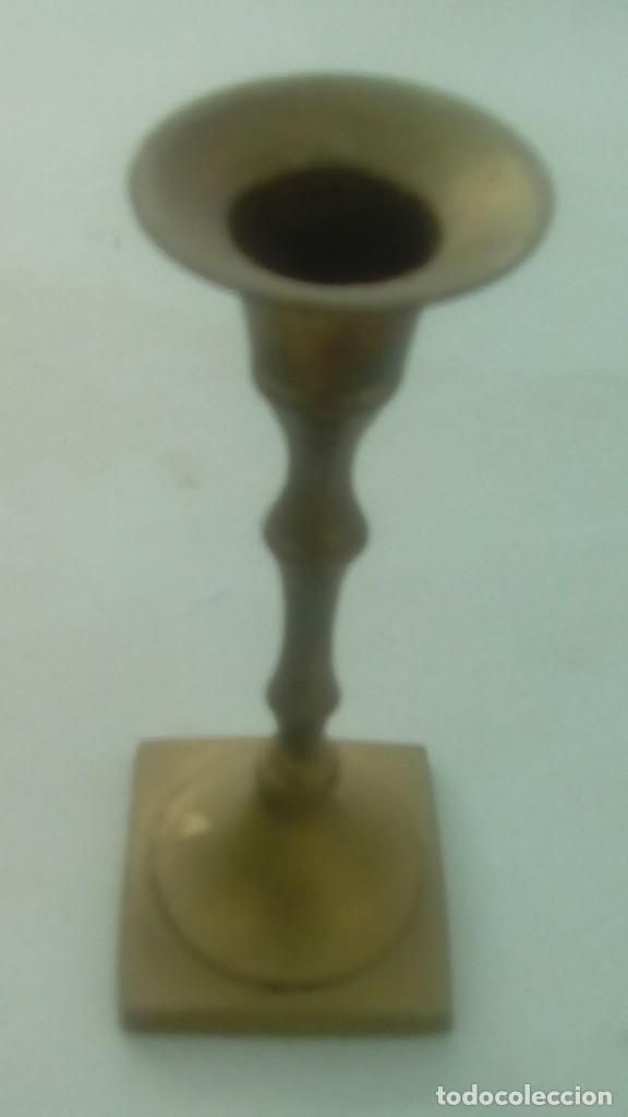 ANTIGUO CANDELABRO PORTAVELAS BRONCE (Antigüedades - Iluminación - Candelabros Antiguos)
