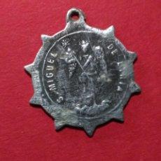 Antigüedades: ANTIGUA MEDALLA DE SAN MIGUEL DE LIRIA Y SAN FRANCISCO DE ASÍS. 2 CM DE DIAMETRO.. Lote 105729643