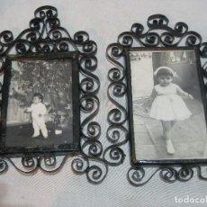 Antigüedades: 2 MARCOS DE HIERRO TRABAJADO CON ANTIGUA FOTOGRAFIA DE NIÑA. Lote 105757599