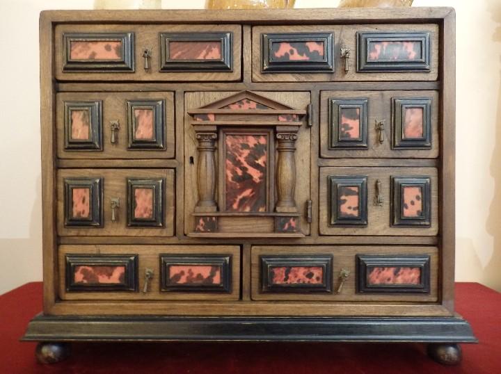 Antigüedades: Bargueño español en madera con decoración de placas de carey. - Foto 2 - 105763167