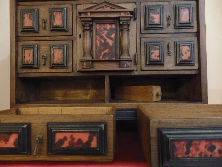 Antigüedades: Bargueño español en madera con decoración de placas de carey. - Foto 5 - 105763167