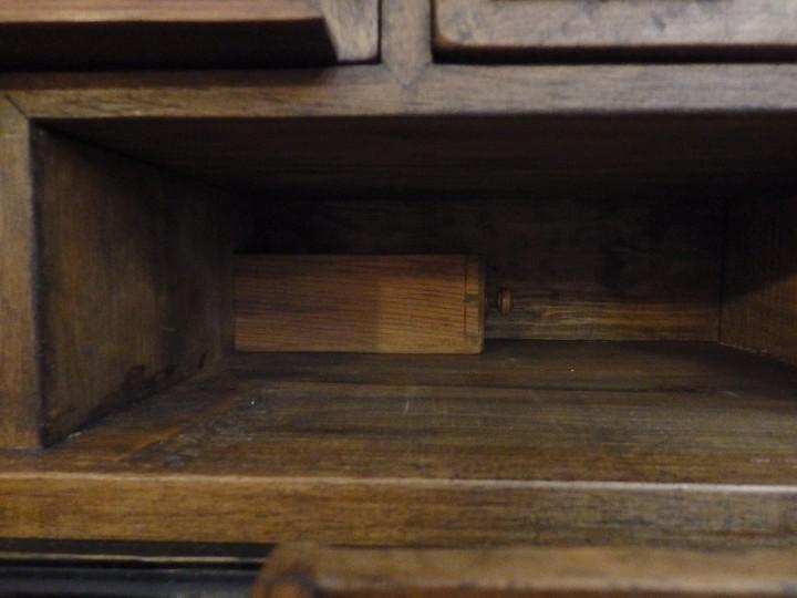 Antigüedades: Bargueño español en madera con decoración de placas de carey. - Foto 6 - 105763167