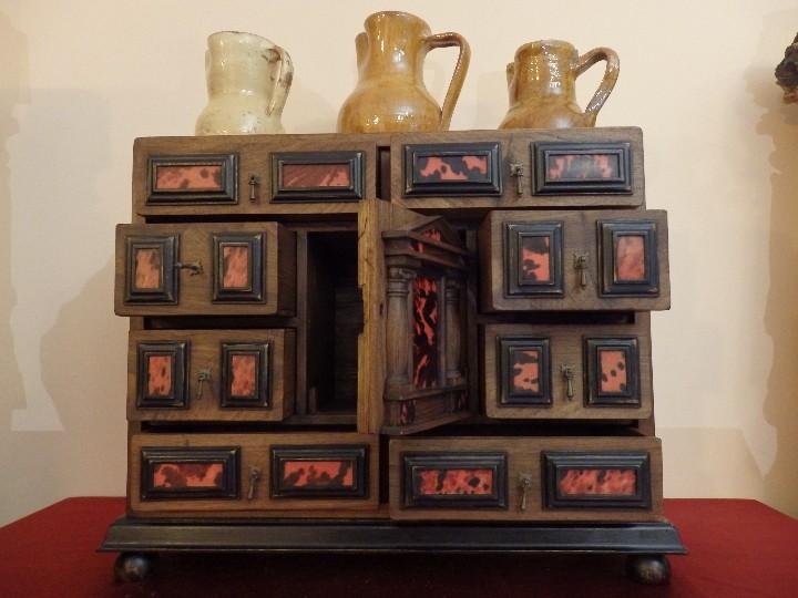 Antigüedades: Bargueño español en madera con decoración de placas de carey. - Foto 9 - 105763167