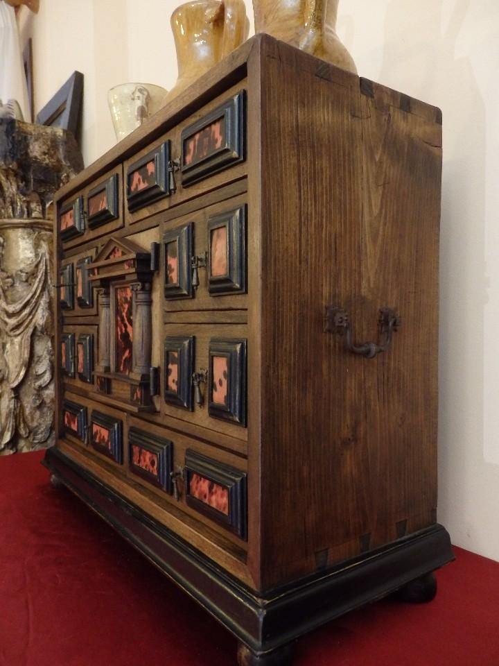 Antigüedades: Bargueño español en madera con decoración de placas de carey. - Foto 12 - 105763167