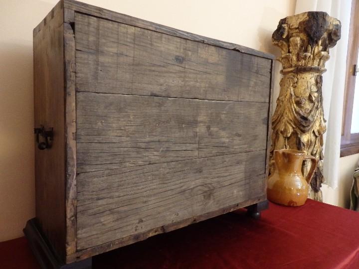 Antigüedades: Bargueño español en madera con decoración de placas de carey. - Foto 15 - 105763167