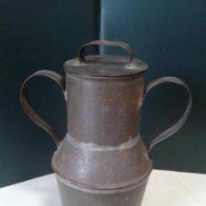 Antigüedades: JARRA DE LATA. ARTESANÍA. CON TAPADERA. AÑOS 40.. Lote 105765659