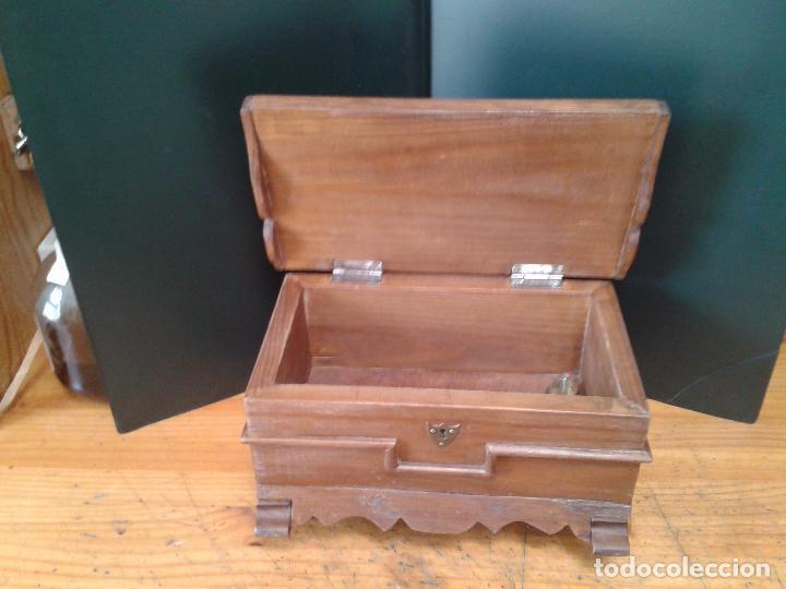 Antigüedades: Baúl miniatura de madera. patas torneadas. - Foto 4 - 105770695