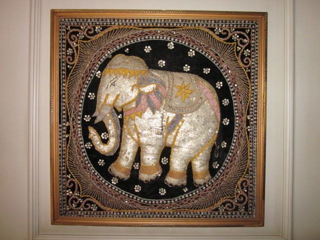 Antigüedades: cuadro tapiz elefante hecho artesanalmente y repujado con lentejuelas e hilos dorados - Foto 8 - 101671463