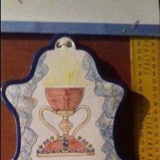 Antigüedades: GRAN PILA BENDITERA PILITA BARRO CERAMICA PINTADA A MANO MANISES PARA AGUA BENDITA SANTO CALIZ. Lote 105824667