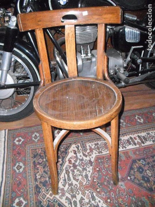 Antigua silla de madera marca en la pata mochol comprar - Restaurar sillas antiguas ...