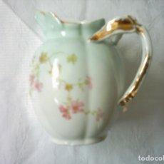 Antigüedades: JARRA DE LECHE EN PORCELANA DE LIMOGES. MARCAS DE WILLIAM GUÉRIN. SIGLO XIX.. Lote 105847635