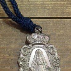 Antigüedades: MEDALLA CON CORDON HERMANDAD DEL ROCIO DE BENACAZON. Lote 105874055