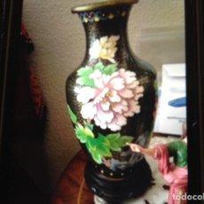Antigüedades: PAREJA JARRONES CLOISONNE ESMALTES BRONCE. Lote 105906195