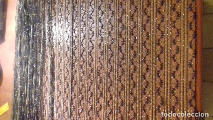 Antigüedades: antiguo tul bordado negro pedreria dorada oro y cristal de azabaches difuntos semana santa virgen - Foto 4 - 105933943