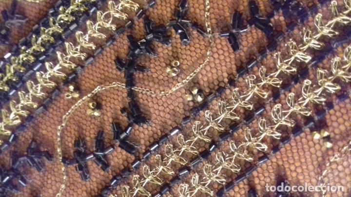 Antigüedades: antiguo tul bordado negro pedreria dorada oro y cristal de azabaches difuntos semana santa virgen - Foto 6 - 105933943