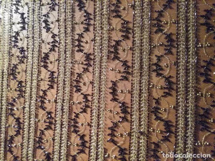 Antigüedades: antiguo tul bordado negro pedreria dorada oro y cristal de azabaches difuntos semana santa virgen - Foto 13 - 105933943