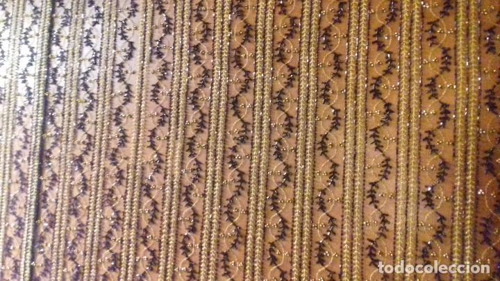 Antigüedades: antiguo tul bordado negro pedreria dorada oro y cristal de azabaches difuntos semana santa virgen - Foto 15 - 105933943