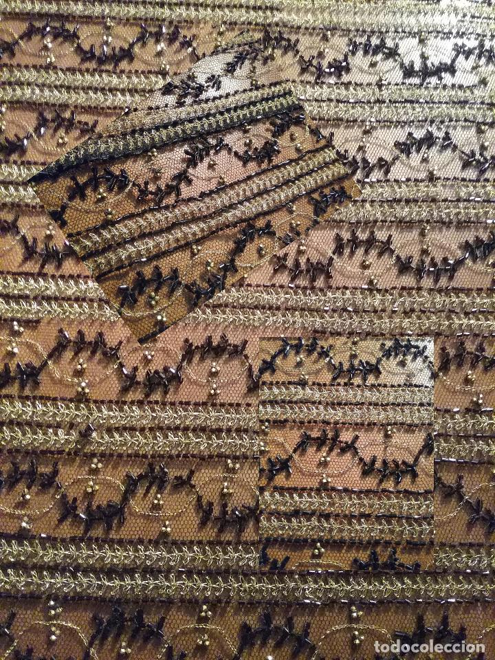 Antigüedades: antiguo tul bordado negro pedreria dorada oro y cristal de azabaches difuntos semana santa virgen - Foto 16 - 105933943
