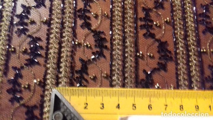 Antigüedades: antiguo tul bordado negro pedreria dorada oro y cristal de azabaches difuntos semana santa virgen - Foto 5 - 105933943