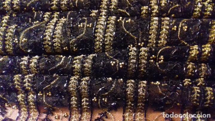 Antigüedades: antiguo tul bordado negro pedreria dorada oro y cristal de azabaches difuntos semana santa virgen - Foto 32 - 105933943